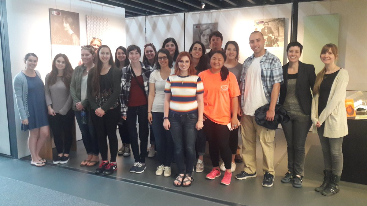 Great to have this wonderful visiting group from @BridgeStateU with us today for Archives &amp;Irish theatre&amp;history workshops #Archives <br>http://pic.twitter.com/GCAFHugIz0
