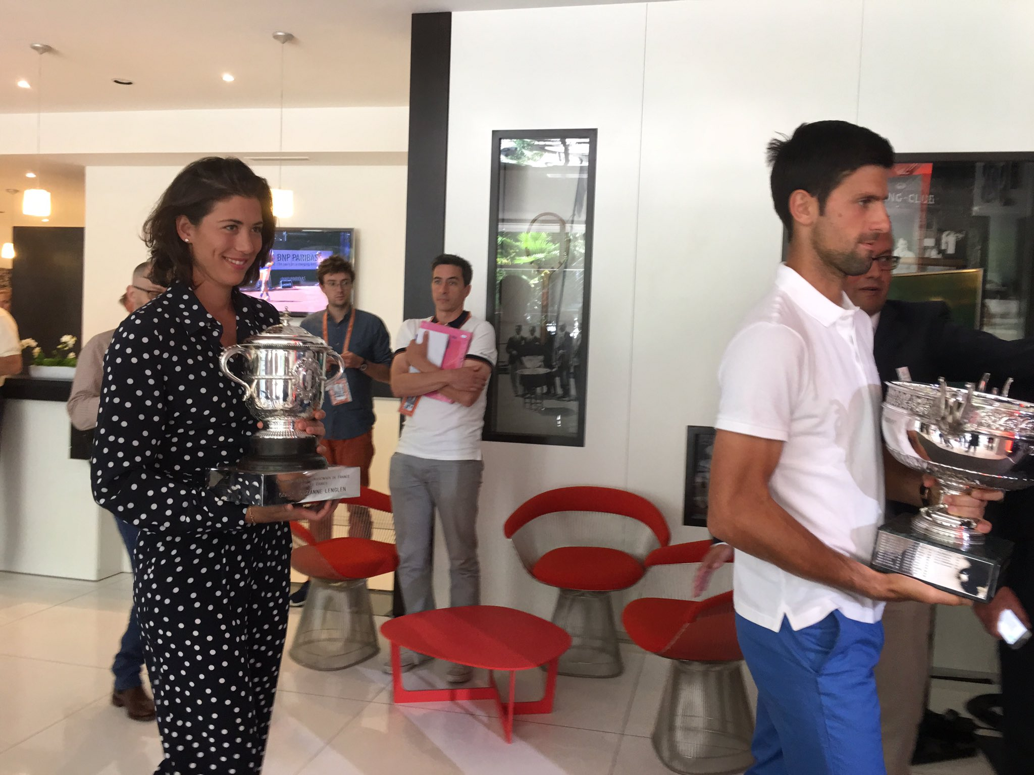 Bringing back the trophies... with @DjokerNole today at @rolandgarros https://t.co/Ro3Mw2s4Ac