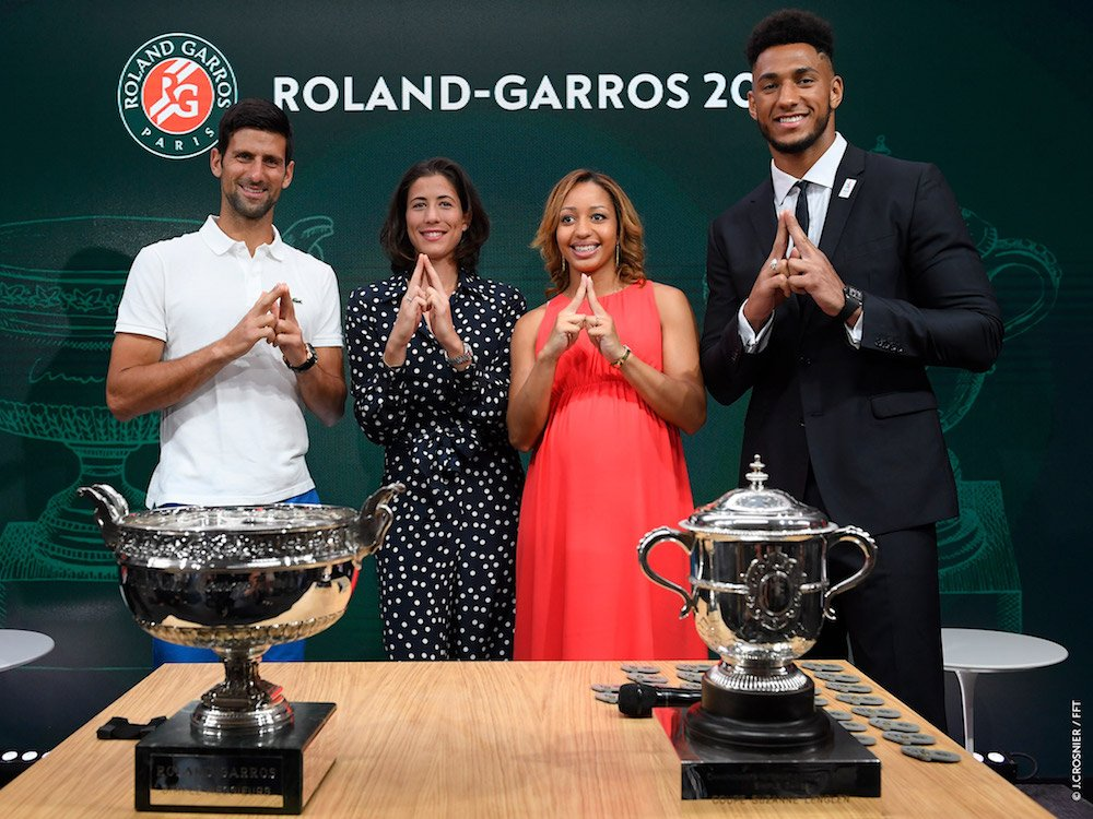#Paris2024 ambassadors @TonyYoka @EstelleMossely with @DjokerNole and @GarbiMuguruza for the official #RG17 draw #madeforsharing<br>http://pic.twitter.com/VEVys85rQq