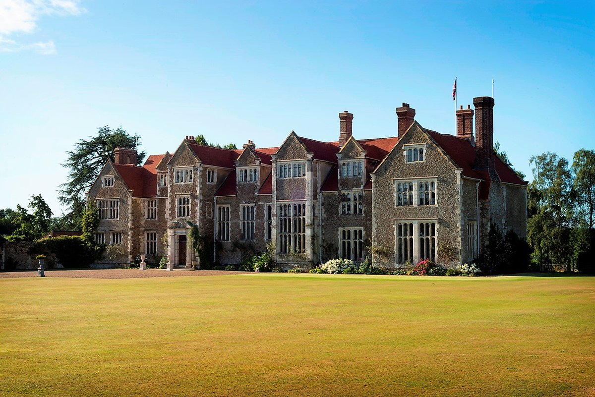 Planning to soak up a #bitofhistory at #Loseley on Sunday or Monday? Please be aware the House will not be open until 2.30pm @GuildfordTIC