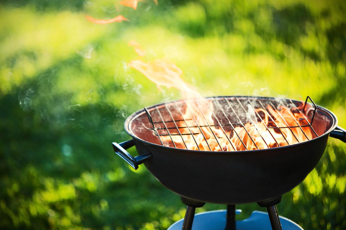 It's a bank holiday weekend! You know what that means – barbecues. Don't let food poisoning rain on your parade https://t.co/XfNgz53aIb