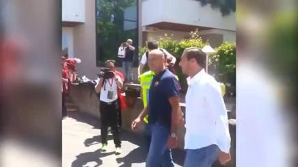 VIDEO The #Totti: joke &quot;Tell me I&#39;ll play in #Cina&quot;  http:// rosea.it/5363e062hi  &nbsp;   #calcio #news<br>http://pic.twitter.com/sN4dMuckze