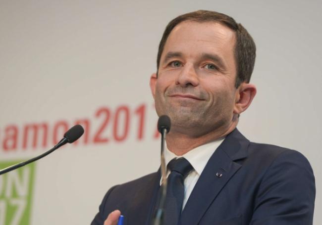 """Benoît Hamon s'auto-proclame le """"président des enfants"""" >> https://t.co/vBdTr5GE52"""