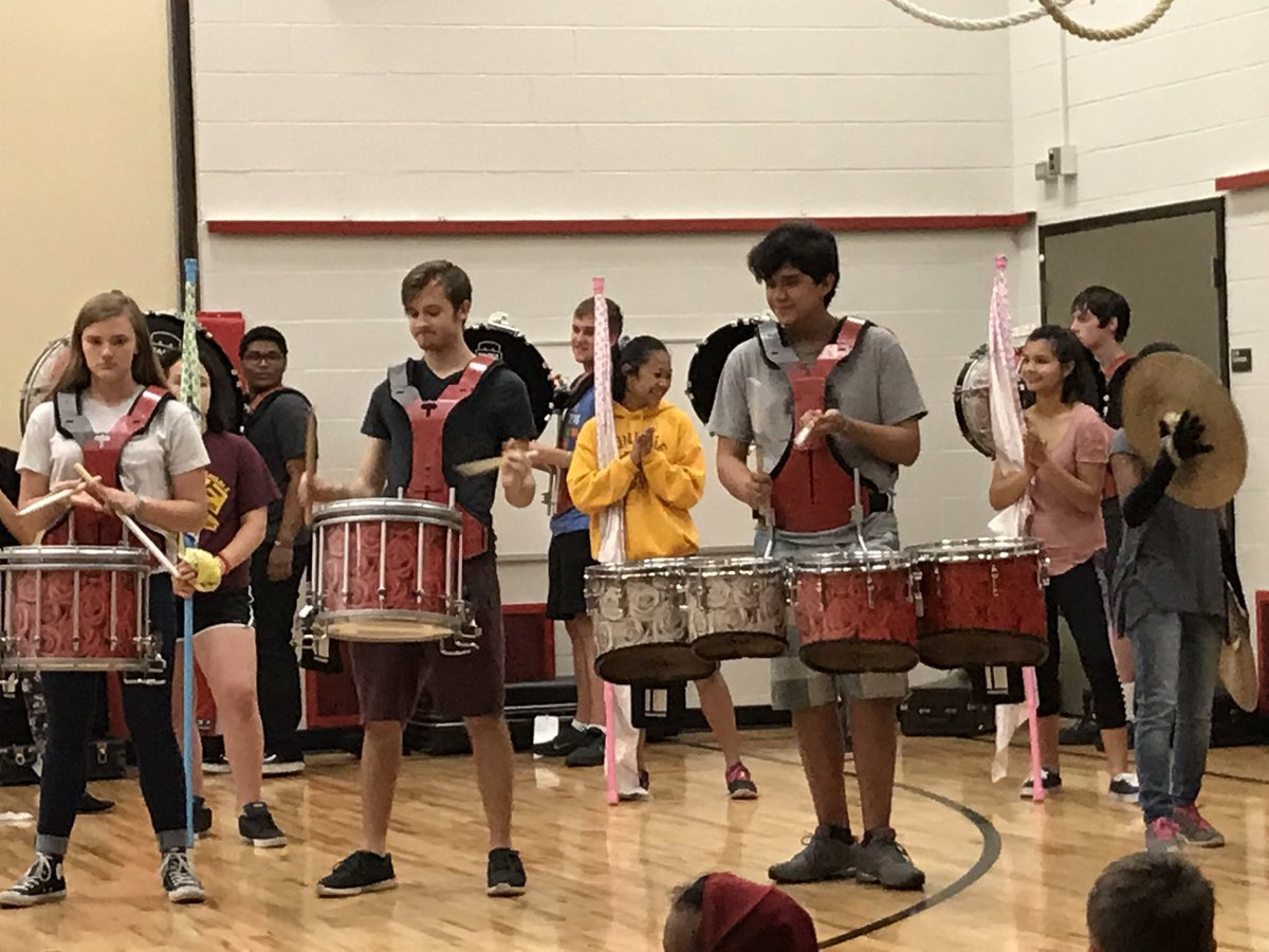 End Of Year CARES Rally! Joined By Reggie And The IDHS Pep Band. #vhgreats  #idhspepbandpic.twitter.com/u9ZGsWEHs6 U2013 At Valentine Hills Elementary  School