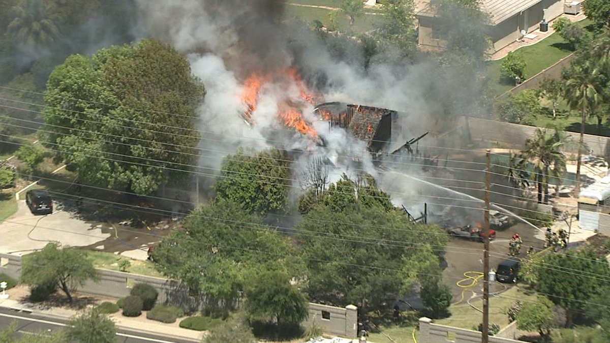 #BREAKING: First-alarm fire near McDowell and Val Vista in Mesa. Watch here: https://t.co/YLfa6FxrBu #abc15