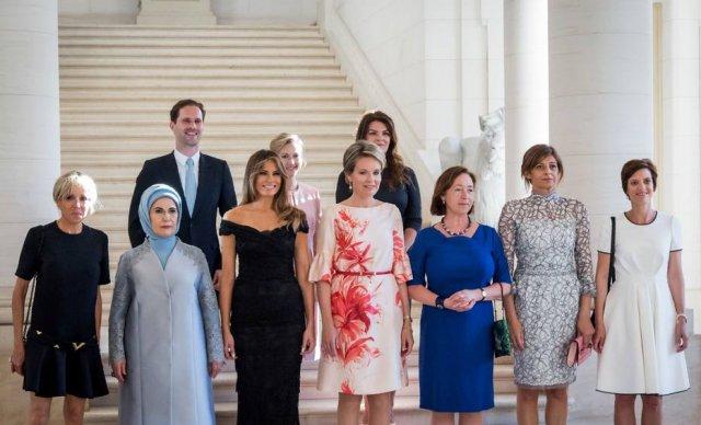 Marido do primeiro-ministro de Luxemburgo posa com primeiras-damas em evento da Otan https://t.co/REf2uZ95EL