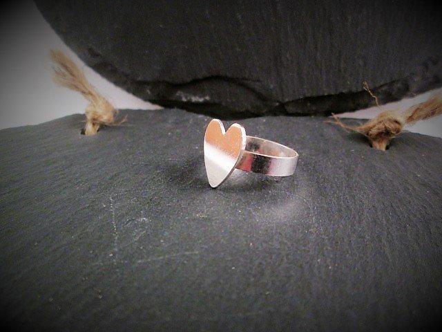 https://www. etsy.com/uk/listing/493 520018/ &nbsp; …  Simple silver heart ring..#elevenseshour #sbutd #spdc #atsocialmediart #FlockBN #eshopsuk #SmallBusiness <br>http://pic.twitter.com/LguCM3bFWj