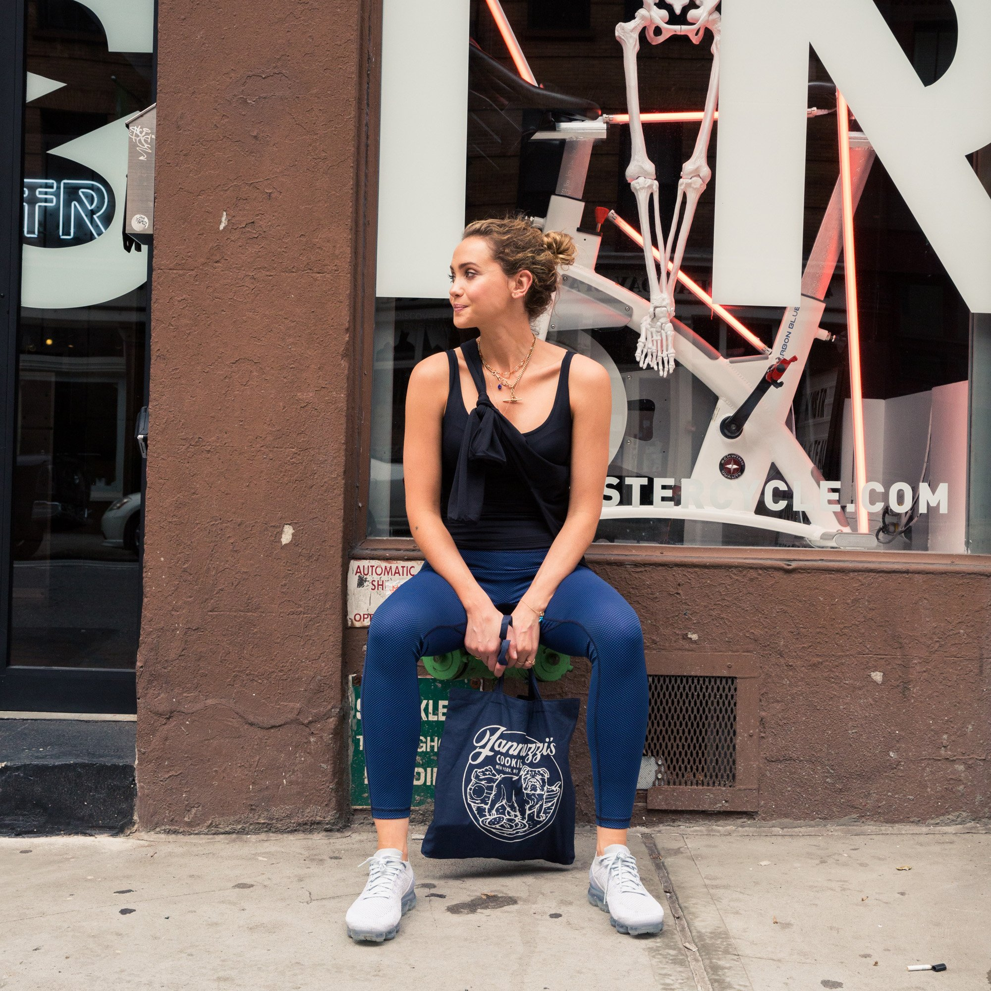 Easy ways to wear your workout gear *anywhere* this summer: https://t.co/yz5zBP7HQK #covcollab @UNIQLOUSA #AIRism https://t.co/0SsORYGm8H