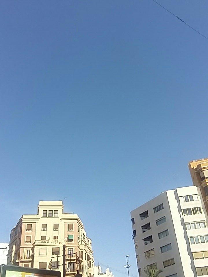 @BeatrizGH_17 En  valencia nooooo, hace un calor y un soll https://t.c...