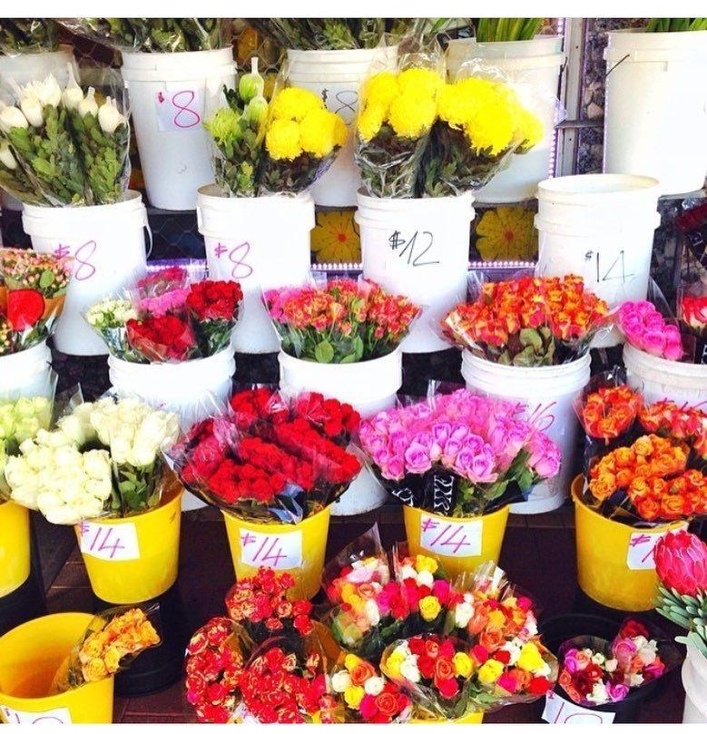 Shopping for flowers because it&#39;s the weekend   via @fashion_ages @saboskirt  #flowers #Bouquet #fleur #pink #…  http:// ift.tt/2qkpRZt  &nbsp;  <br>http://pic.twitter.com/Sdum6cBFtC