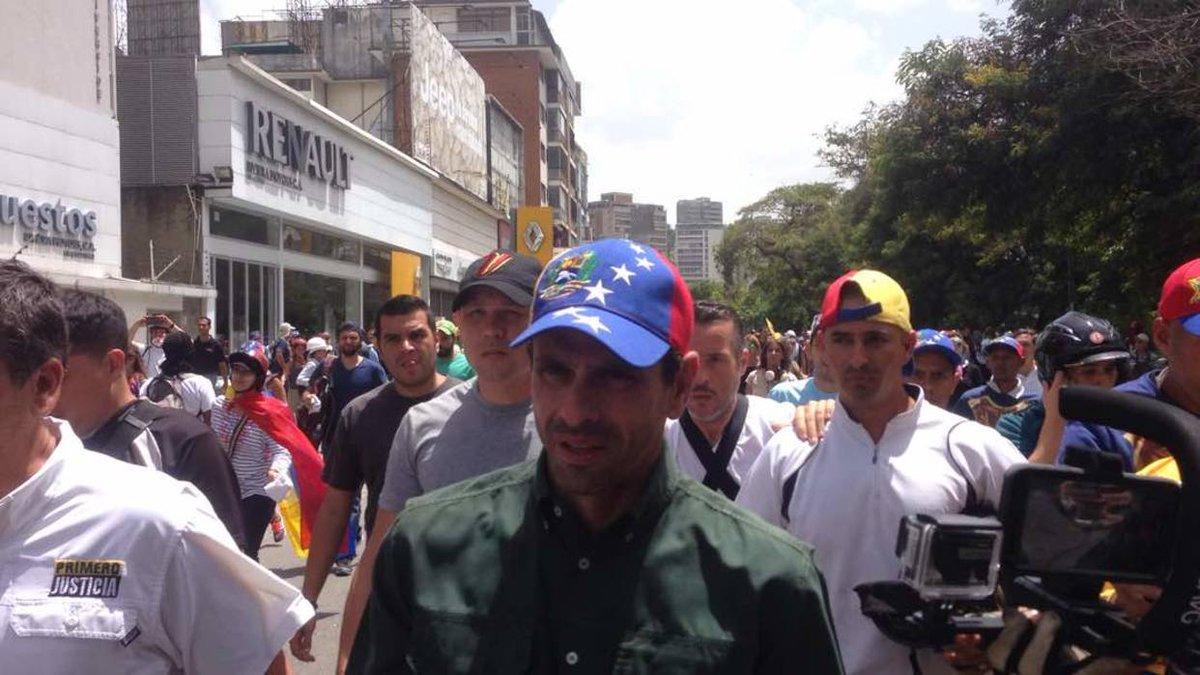 Capriles denunció que enviaron a prisión a jueza por liberar a estudiantes https://t.co/lSbGUJW8rD  https://t.co/2aXM9jruQb