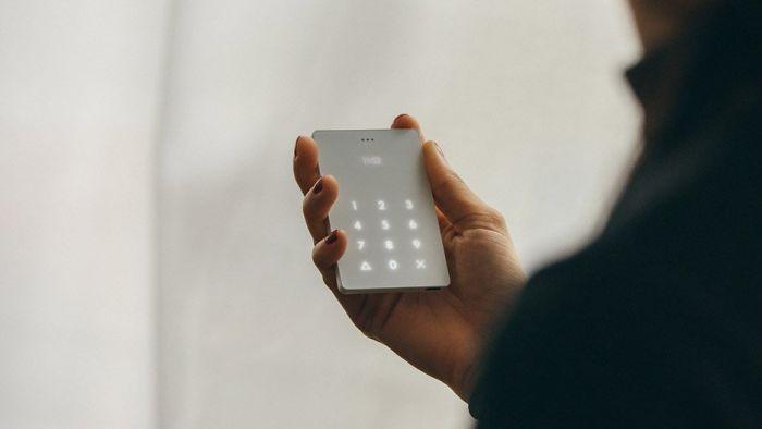 Minimalist Light Phone for using as little as possible, by Joe Hollier &amp; Kaiwei Tang    •     #design #technology #mobile #phone #minimalist<br>http://pic.twitter.com/HDdT7EI6P9