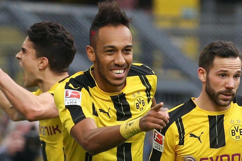 #Dortmund: #Aubameyang aurait demandé son #transfert  http:// crwd.fr/2s2vvfn     #borussia #mercato #rmcsportpic.twitter.com/UUrnsJ8Q2k