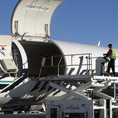 Alaskans know these jets well: @AlaskaAir outgrows its storied Boeing 737 Combi fleet