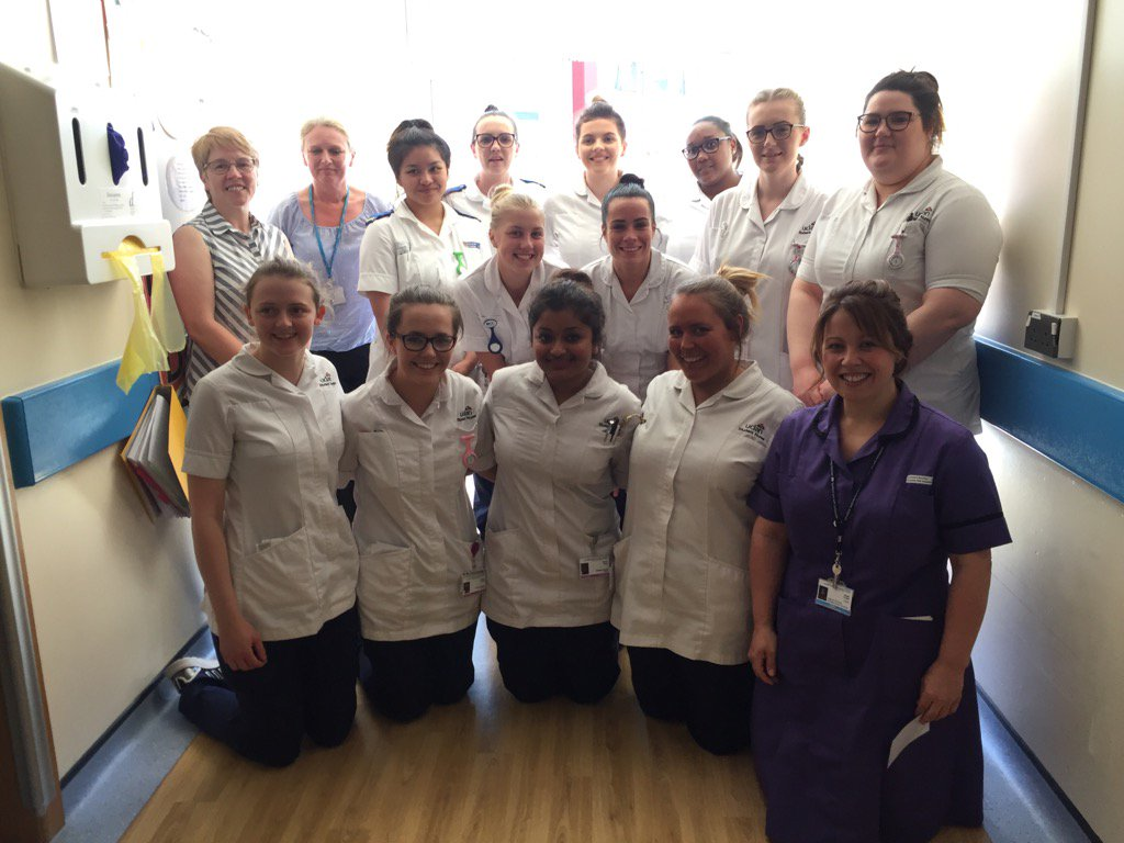 #CLiP ward 2b, love this photo. A most amazing group of first and second year students @UCLanNurses &amp; Bolton @jonty2<br>http://pic.twitter.com/jENecGn66z