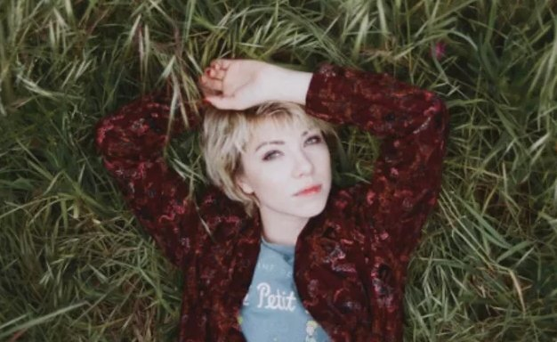 """.@carlyraejepsen is a GIFT and """"Cut To The Feeling"""" is here to save pop https://t.co/Y9nmRBPt6w https://t.co/rSqC59yTyU"""