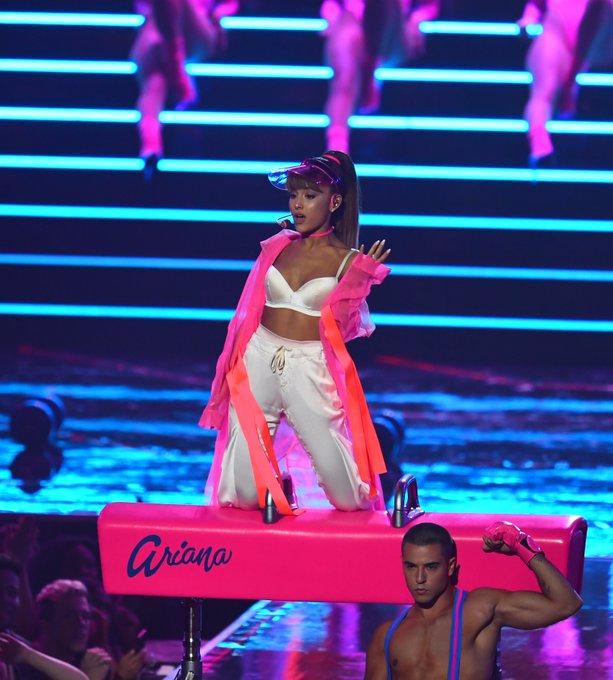 Ariana Grande annonce qu'elle reviendra à Manchester pour un concert de charité https://t.co/GZHs9e1WQa