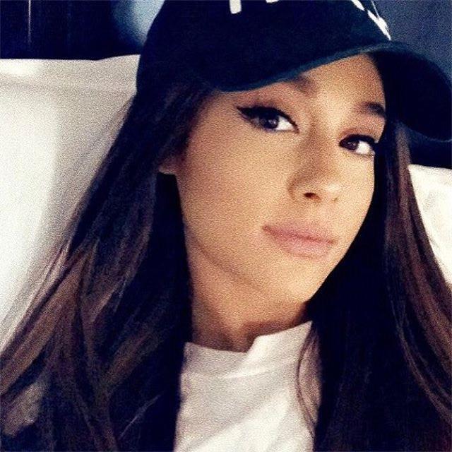 """Ariana Grande anuncia novo show em Manchester: """"Não vamos parar"""" https://t.co/p8DhJZ7Zbm #WeWillNotLetHateWin"""