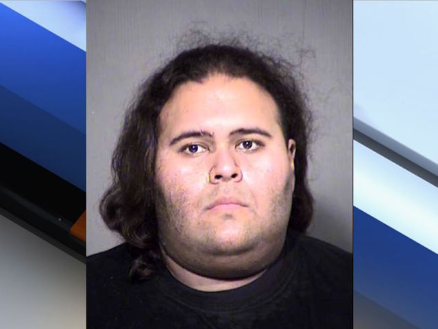 PD: Suspect had guns, knife, pepper spray and throwing stars at Phoenix #Comicon https://t.co/bHQdnNUdiy #abc15
