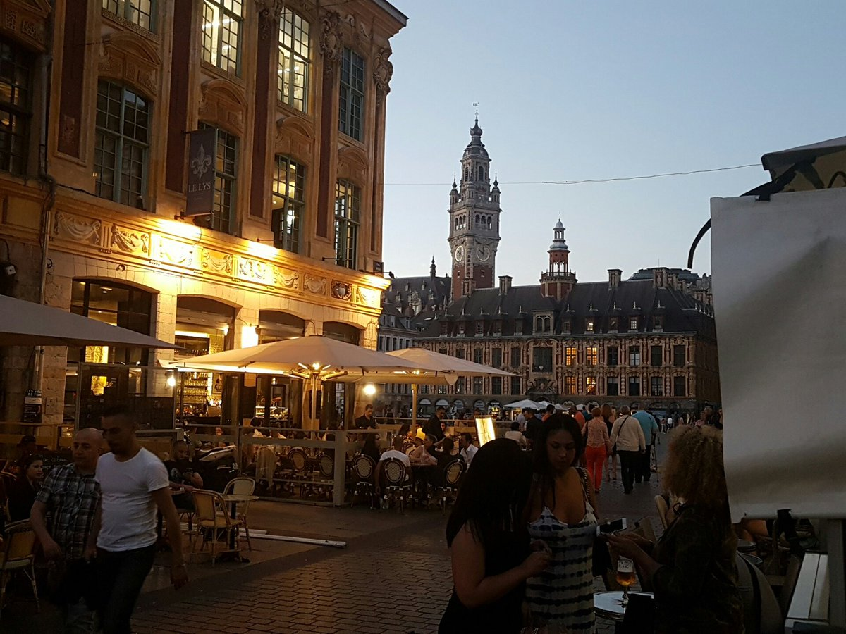 Good evening #uklatehour...this is my first late hour not hosting...but I have a good reason :) I&#39;m on my hols in #lille :) <br>http://pic.twitter.com/PDNJv3XbhE
