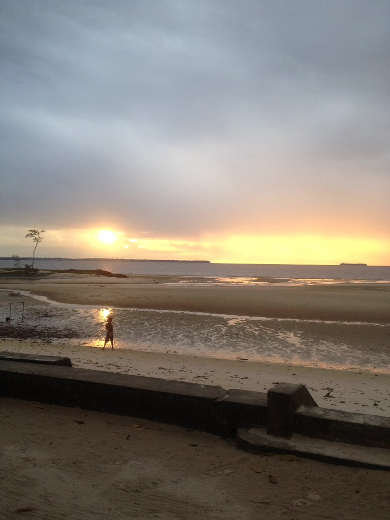 Por do sol em #OuteiroBeach #PraiaDoAmor pic.twitter.com/KdlgiWwdXH