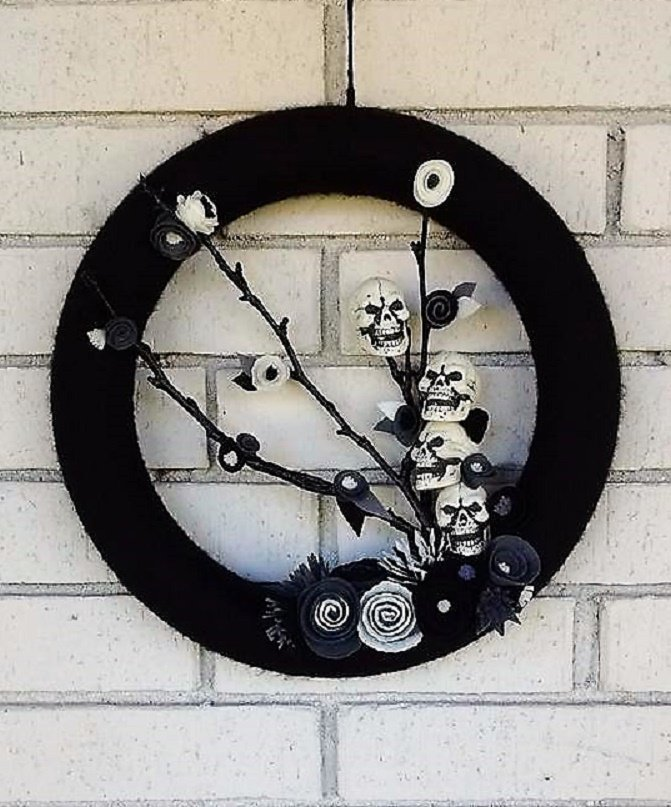 Skull Wreath #etsychaching #scary #gothicdecor #gothic #evil #darkhumor #handmadegift #goth #emo #housewarming #halloweendecor #skull<br>http://pic.twitter.com/06OiF3V6zf
