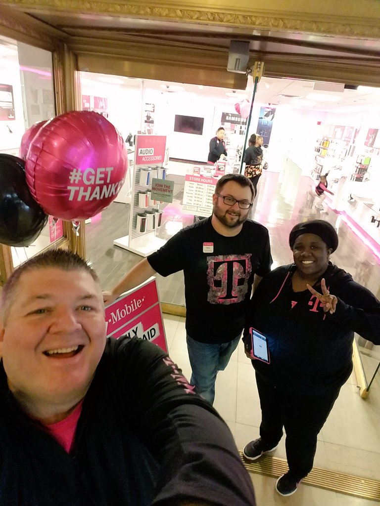 #CLEVELAND #RallyTogether stop into @TMobile Tower City @DowntownCLE see these 2 @Dasmk2 @KendraUqdah great deals @Kenyadunn12 #NCredible <br>http://pic.twitter.com/HRqn99SVdH