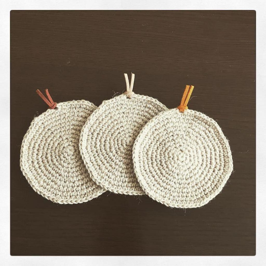 test ツイッターメディア - コースター量産中?? ? #セリアの糸 #キナキナリ ひと玉で3枚編めました。 ? 会社に持って行くんだぁ。 ? #かぎ編み #麻糸 #麻 #ジュート #編み物 #コースター #100均 #seria #crochet #jut… https://t.co/MzML69L4ZR https://t.co/A6TEXZI7hb