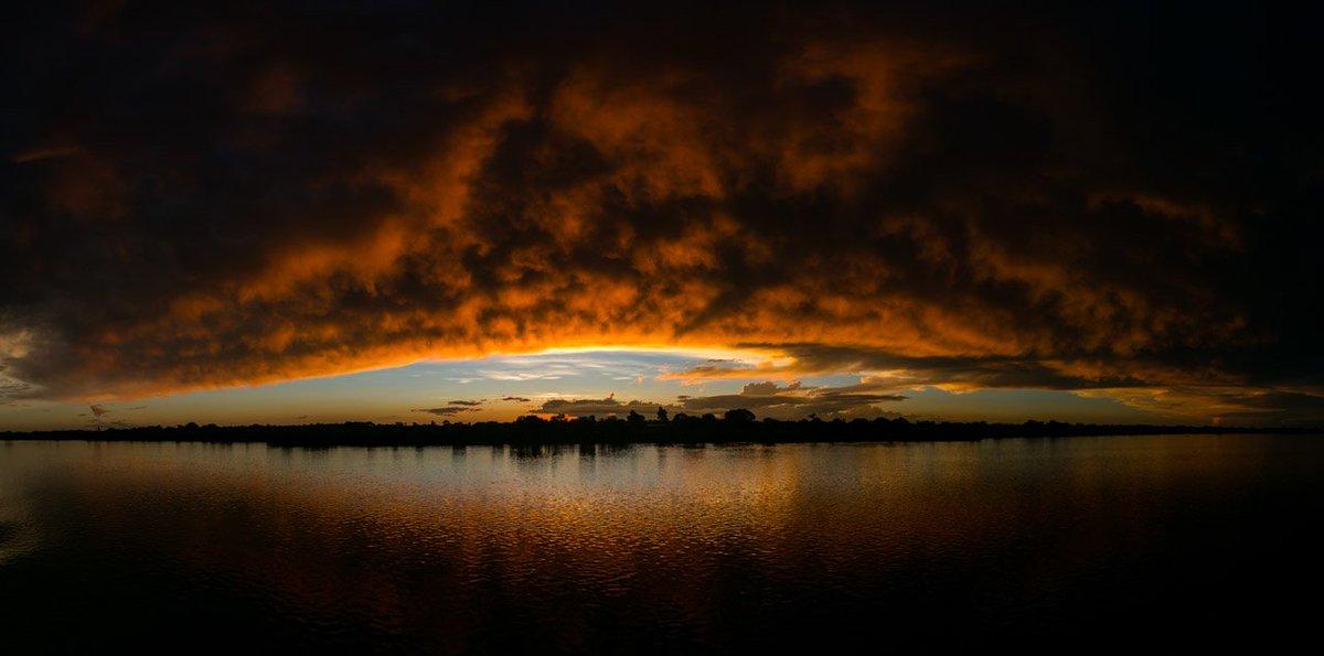 Los paisajes que vimos en esos 3 días cuesta arriba, por el Río Paraguay fueron alucinantes. https://t.co/3bK2Ii83Z9