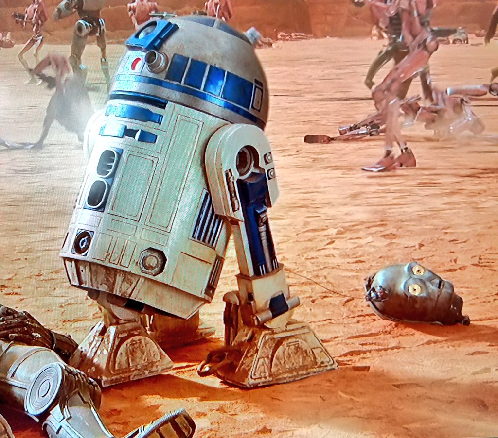 The moment you realize that #R2D2 is savage #AF that it makes you smile #starwars #ep2 #attackoftheclones #droidpower<br>http://pic.twitter.com/DFuOchpZkh
