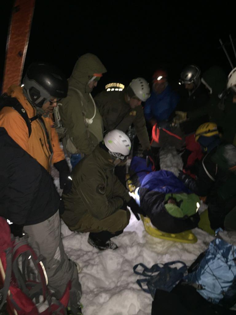 RT @camartinezj Volcan Llaima: Rescatado joven ( 29) que mientras ascendía con dos amigos a cráter cayó y se fracturó un tobillo. Derivado a Hospital Vilcún