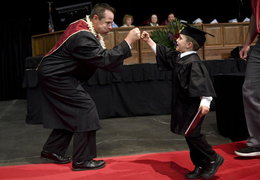 Four-year-old walks for Mountain View grad on an LDS mission https://t.co/bX7bDq91El https://t.co/9leN14hGhw