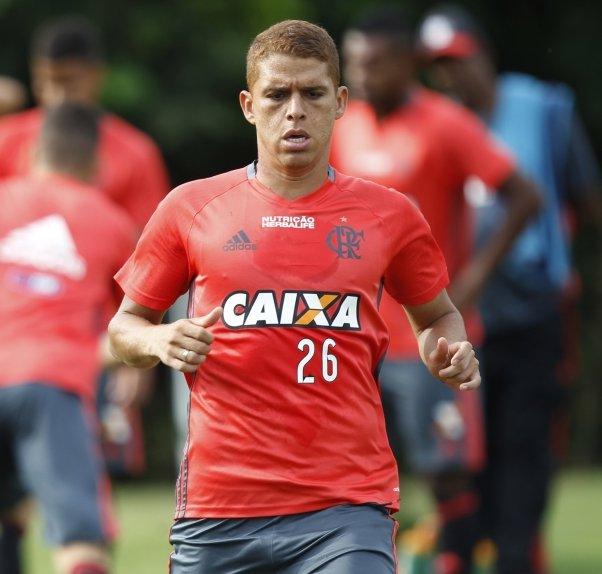 Quem deve ser titular do Flamengo?  RT - Cuéllar Like - Márcio Araújo  #NossoFutebol