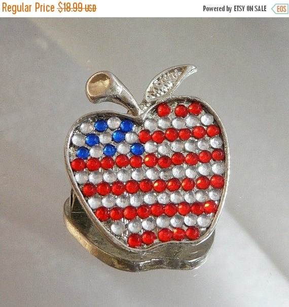 SALE Vintage Rhinestone Flag Apple Brooch. Red, Clear Blue Rhinest… https://t.co/TxSE0WeBSx #waalaa #PatrioticBrooch https://t.co/tnKQ7qgzAG