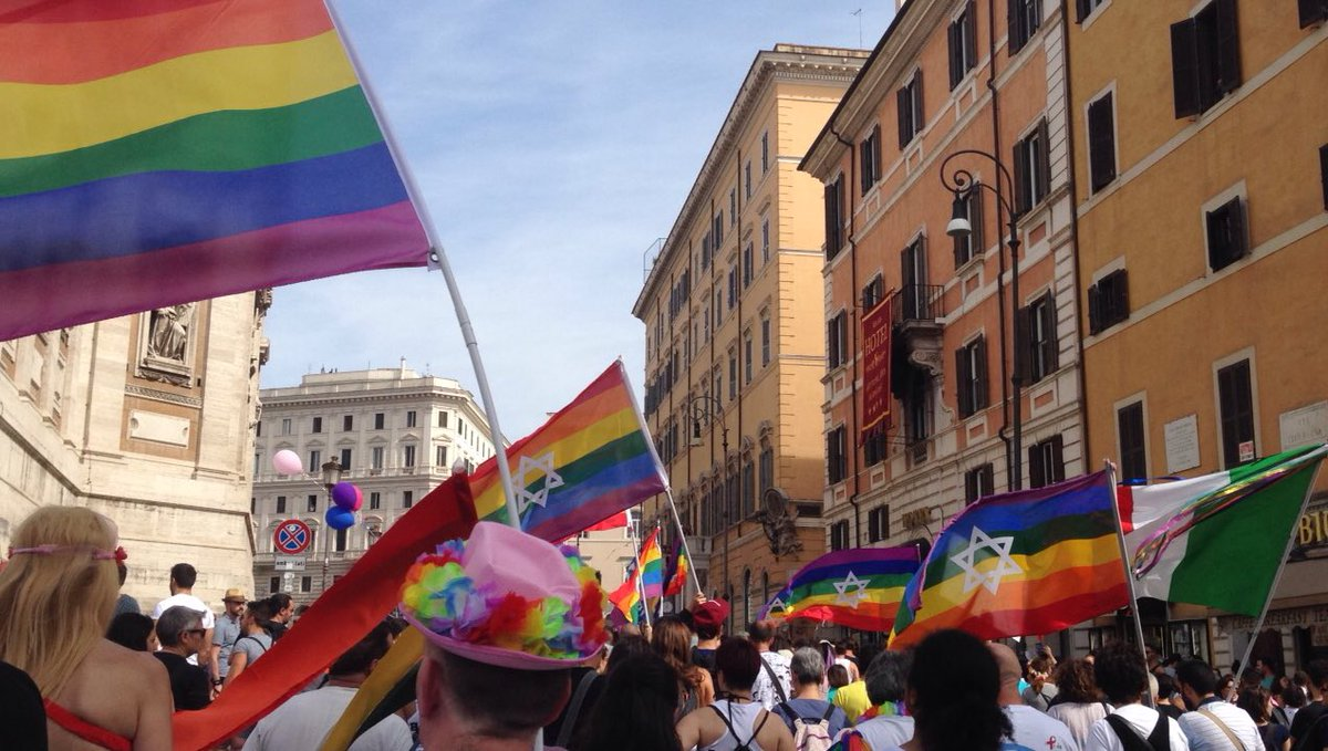 """""""Race, gender, religion, sexuality, we are all people and that's it. We're all people. We're all equal."""" #RomaPride  #Pride2017<br>http://pic.twitter.com/l8SOuuS2Ci"""
