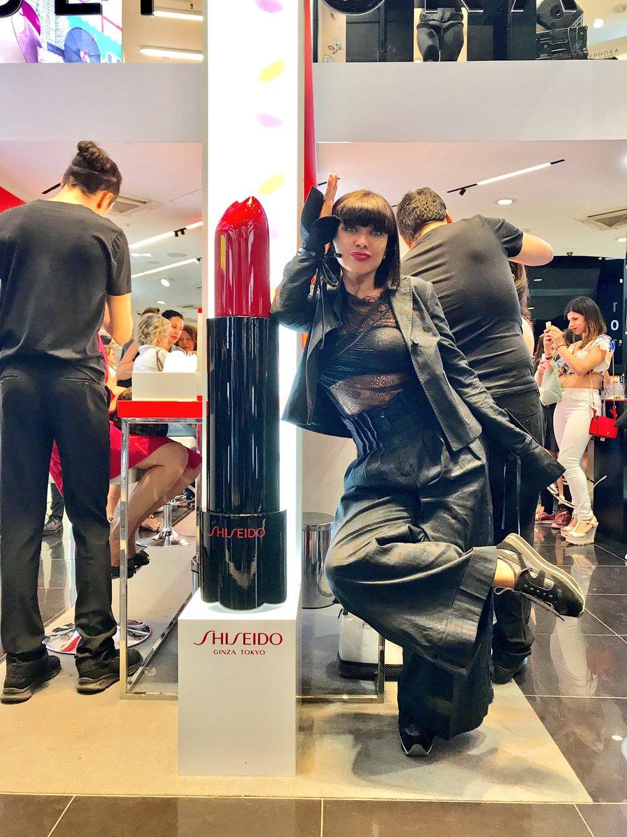 La bocca  perché il rossetto è importante  Rouge Rouge  @Shiseido_Italia @SephoraItalia #sharebeaty #shiseidoitalia pic.twitter.com/pPyThuGgG0