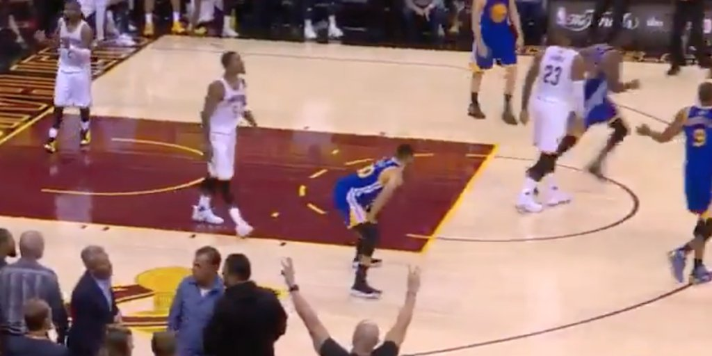 77177ec1d4b8 Cavaliers Players Reportedly  Highly Agitated  over Stephen Curry s ...