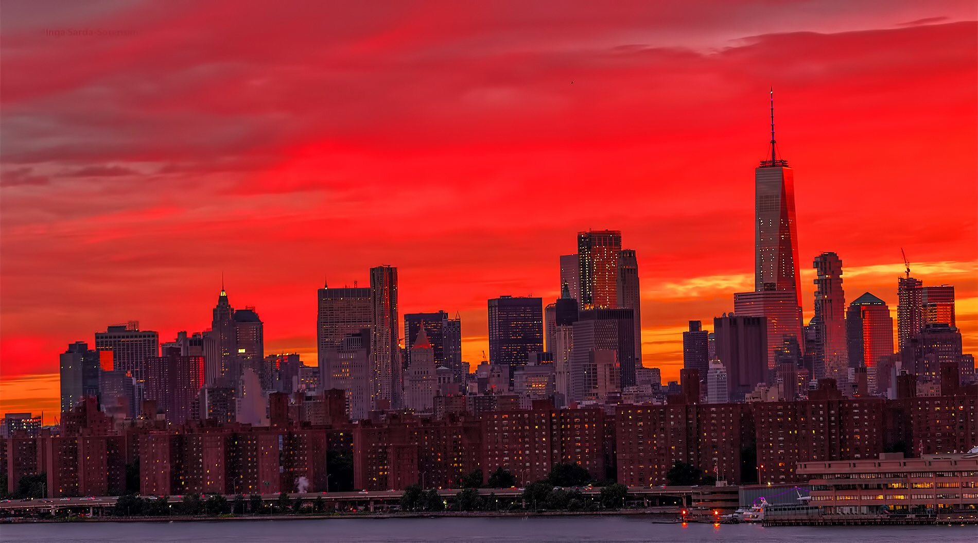 WOW! Sky on fire sunset seen tonight from New York City, NY. Photo credit: @isardasorensen #Sunset #NYC #NYwx https://t.co/yheq1vnrLz