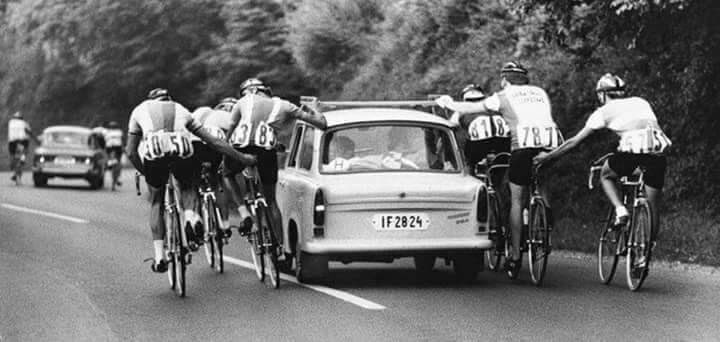 This is a great photo.  Think the commissaries car must of been further up the road :-) https://t.co/5RMcxoEjpK