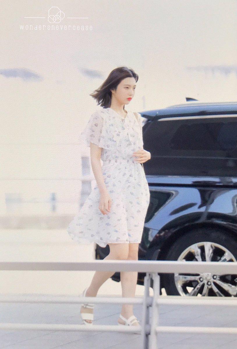 Other red velvet s airport fashion celebrity photos onehallyu - Db3lpezu0aah3wm Jpg