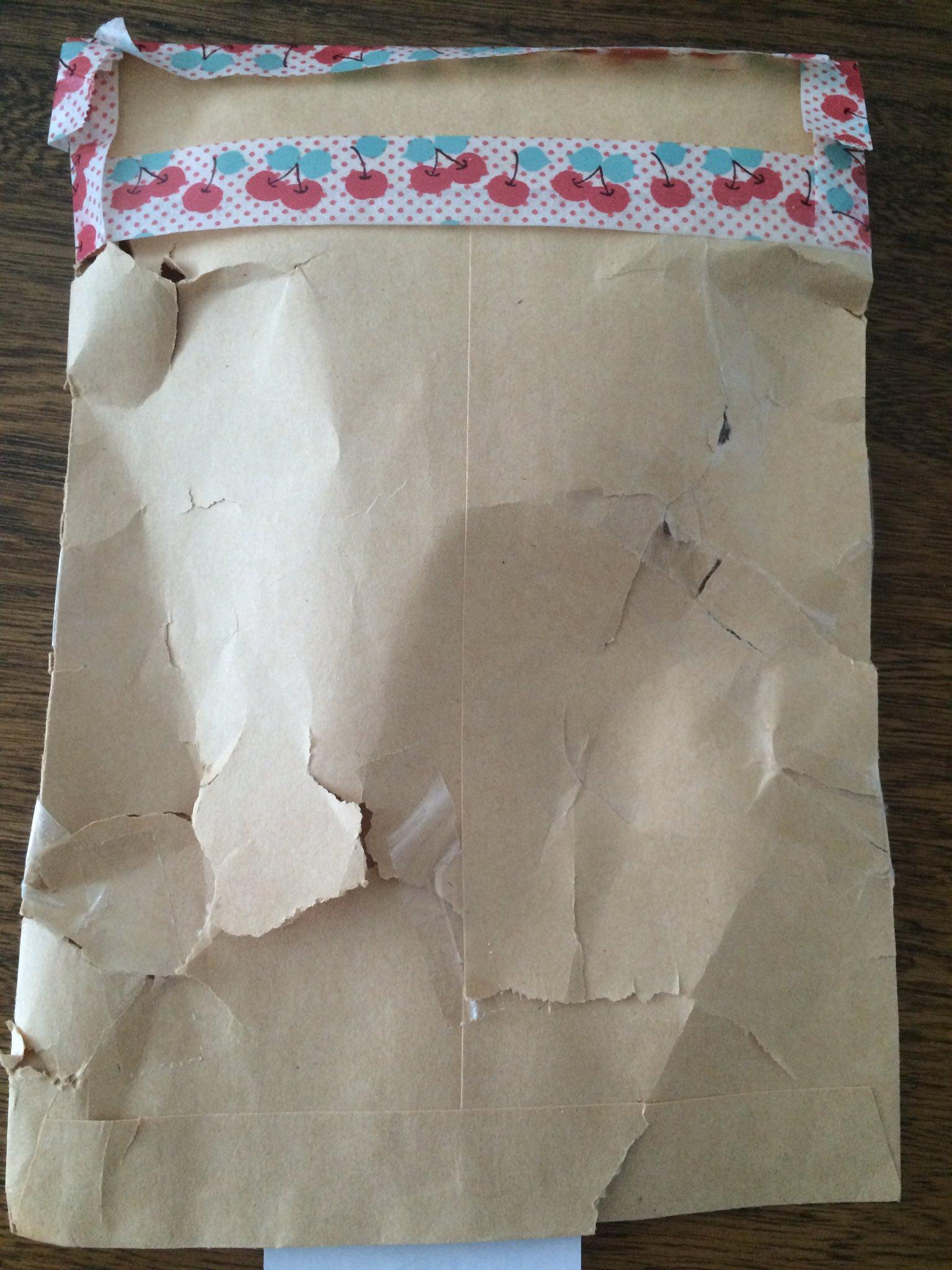 破れすぎw郵便で送られてきた封筒がビリビリで笑うwww