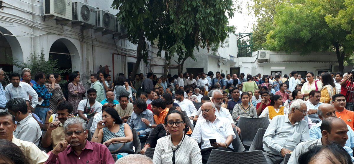Press Club of India turns out in full force in support of Press Freedom in the country! #Dontshootthemessenger https://t.co/93eQK6CFtz