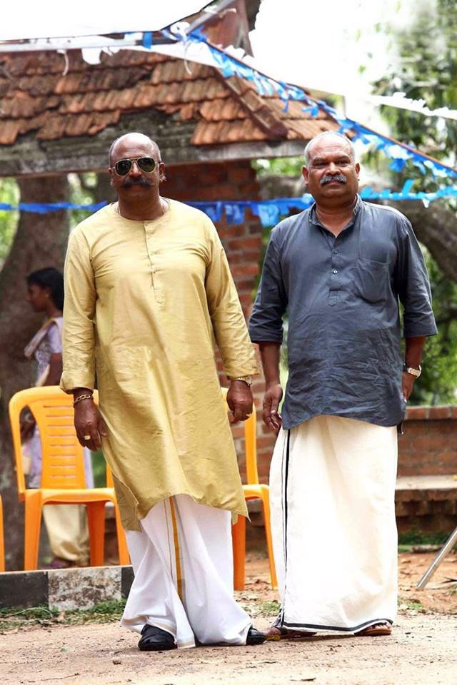 #Siddique and #Alencierley in #Mohanlal&#39;s upcoming movie #VelipaadintePusthakam<br>http://pic.twitter.com/fv0bVFKYxm