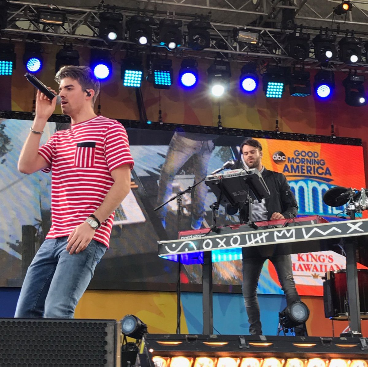 Thanks to the @thechainsmokers for the perfect Friday at the @KingsHawaiian summer concert series on @GMA! #ChainsmokersOnGMA <br>http://pic.twitter.com/Wq2wtO352j