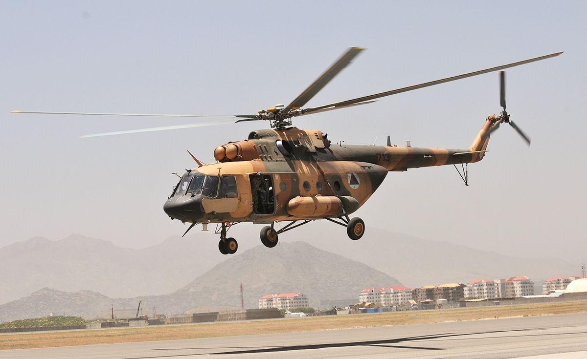 القوات الأفغانية تتسلم 4 مروحيات بلاك هوك من واشنطن - صفحة 2 DB4vCEeWsAEqhlY