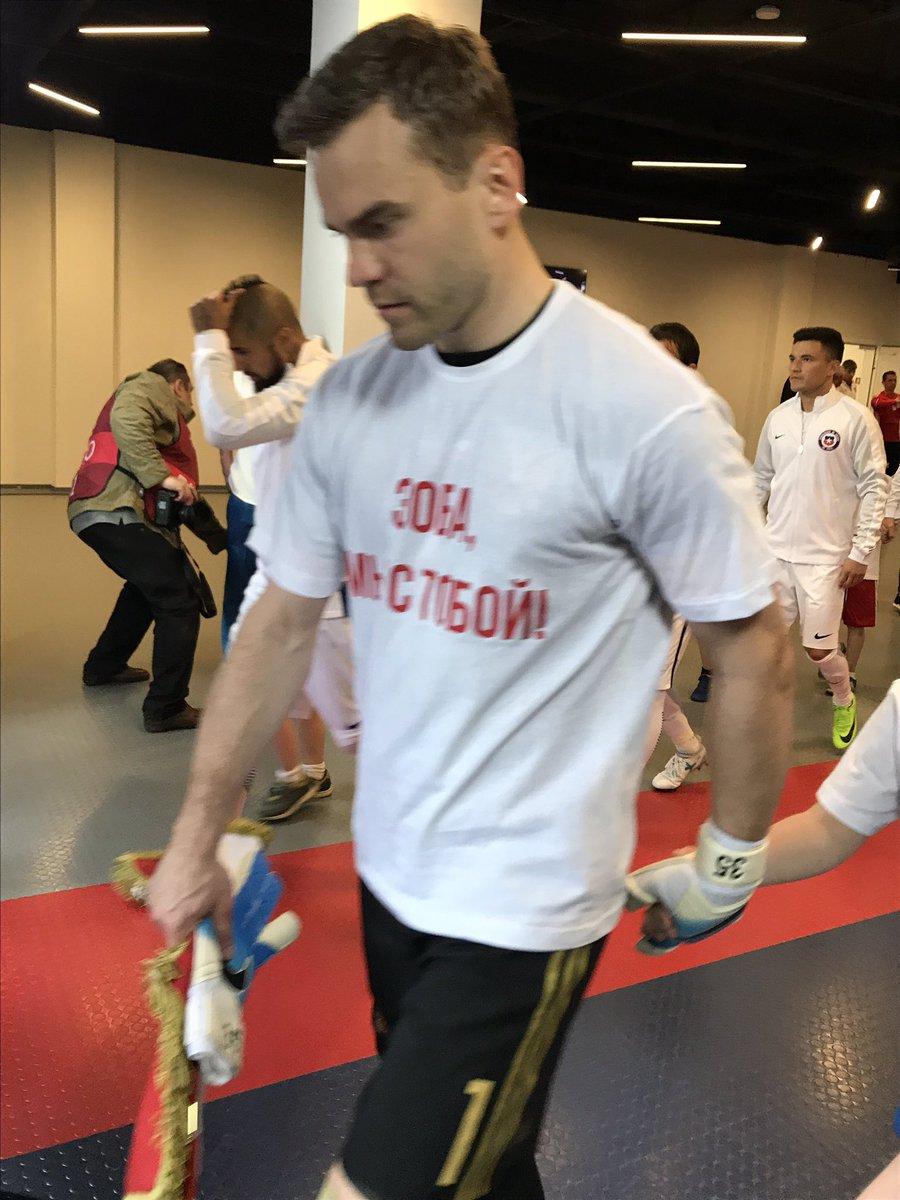 Футболисты сборной России поддержали Зобнина перед матчем с Чили (фото)