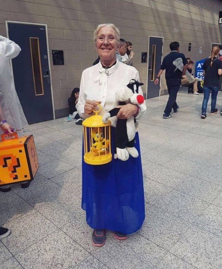 When your grandma owns you at Cosplay https://t.co/xC520YwD3U