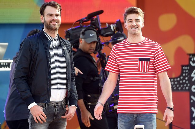Watch @TheChainsmokers rock &#39;Good Morning America&#39;  http:// blbrd.cm/LSTO2I  &nbsp;   #ChainsmokersOnGMA <br>http://pic.twitter.com/A02IBkQQbc