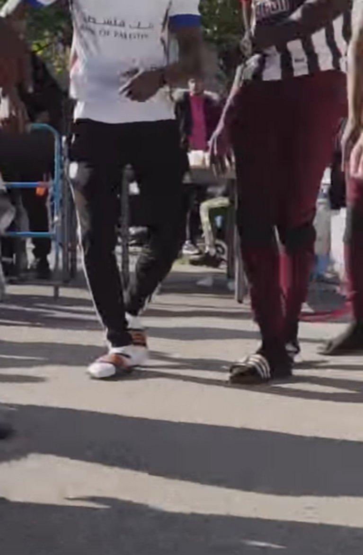 Mais pourquoi les jeunes se mettent-ils à venir au lycée en claquettes-chaussettes (et faut-il s'inquiéter) ? https://t.co/W5IlkZC0mo