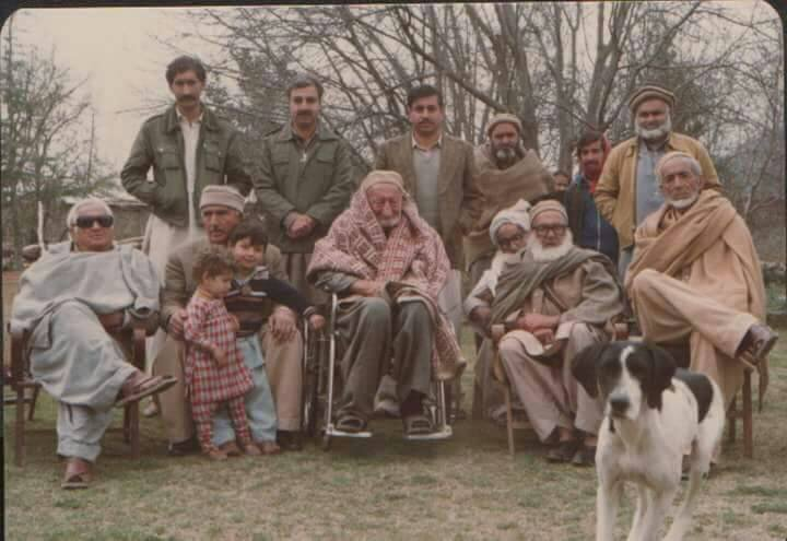 A unique picture of #BaachaKhan baba and #WaliKhanbaba  Via @shehzadusafzai <br>http://pic.twitter.com/z7987RQ4Ig